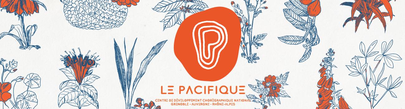 Visuel de la saison 21-22 avec des dessins de plantes en bleu et orange sur une fond crème. Le logo orange du Pacifique est au milieu de l'image avec inscrit dessous : LE PACIFIQUE - Centre de Développement Chorégraphique National - Grenoble Auvergne-Rhône-Alpes