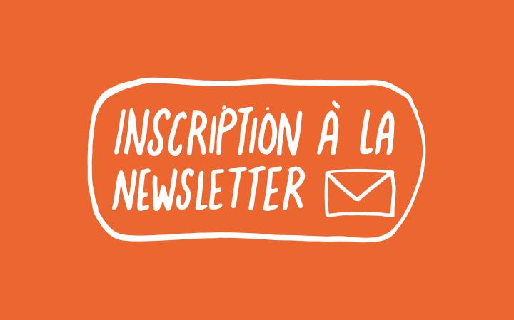 Inscription à la newsletter (en écriture manuscrite blanche avec une petit enveloppe dessinée sur fond orange)